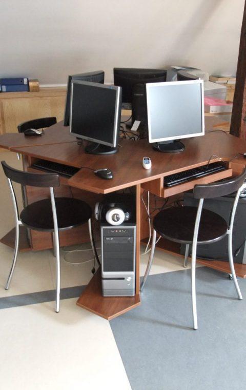 Ötszögletű számítógépasztal